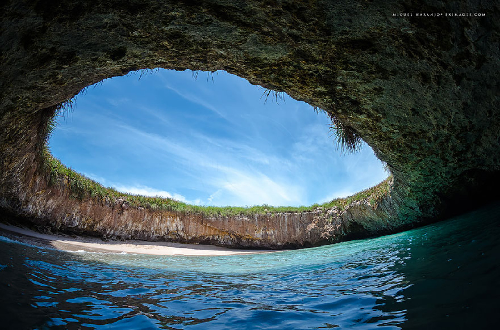 Marieta islands hidden beach and dolphins rock n 39 rove for Alberca water planet nuevo laredo